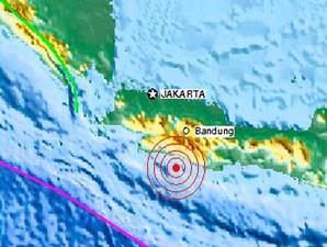 Gempa berpusat di 140 kilometer barat daya Tasikmalaya berkekuatan 7,3 skala richter.